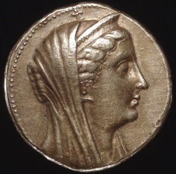 Gold octadrachm (coin), minted in Tyre (Phoenicia). Bust of Arsinoë II.